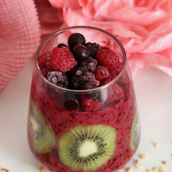 Smoothie aux fruits rouges et kiwis